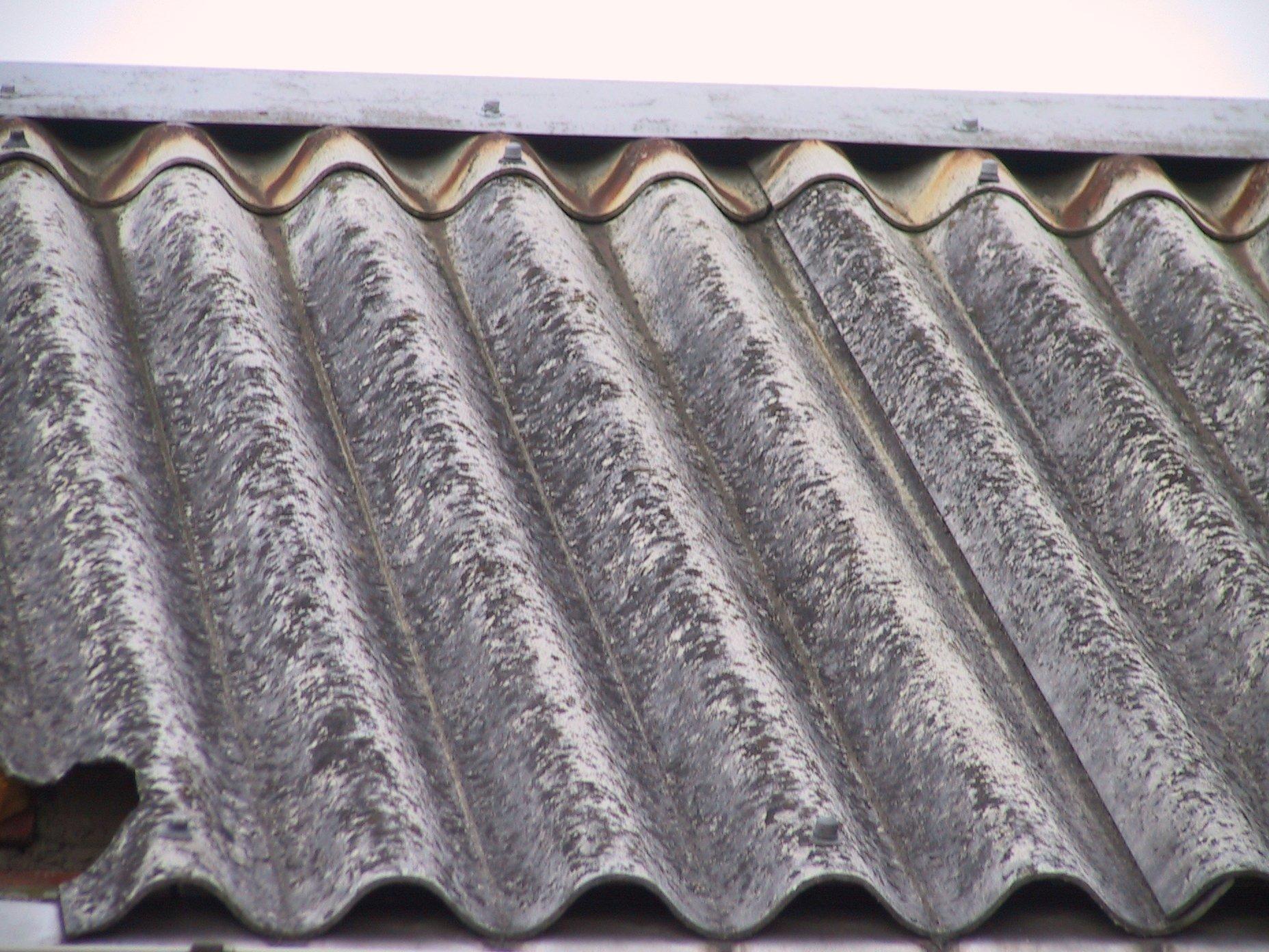 acoperis din placa de azbociment